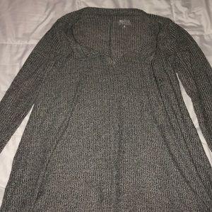 Grey long sleeve v neck